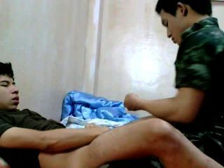 Chico del ejército tailandés barefuck guapo amigo.