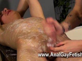 Hardcore gay adam es un verdadero profesional cuando se trata de cracking in