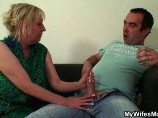 Oldy lewd lo seduce mientras su esposa lejos