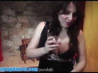Sexy lapdances principiante en vestido brillante