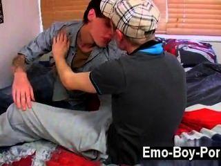 Sexy gay chav lad foo leo no tiene tiempo que perder cuando se encuentra con emo