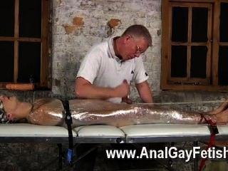 Película gay de sebastian hizo que los chicos refrenar a luke sobre la mesa después