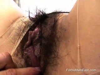 Pantyhose mujer sumisa japonesa arrancado y jodido por fetish master