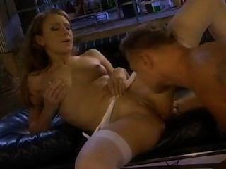 Hermosa guarra gilda roberts tener sexo anal en el laboratorio