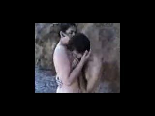 Amature pareja follar en una playa rocosa