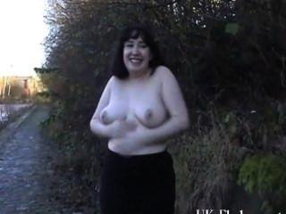 Chubby amateur flashers al aire libre masturbación y exhibicionismo de geeky nim