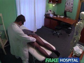 Falsa hospital g punto masaje se caliente morena paciente húmedo