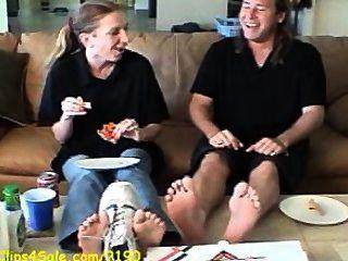Humillación de los trabajadores de la pizza de los pies apestosos