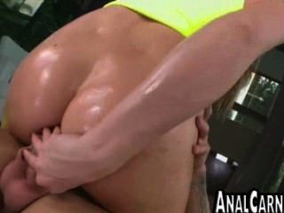 Curvy milf ass se anal follada por una gran polla