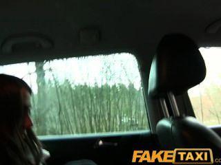 Faketaxi lindo turista ruso con un coño apretado