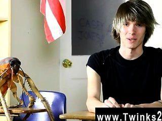 Hardcore gay young casey jones es de 18 años de edad y fresco a la pornografía