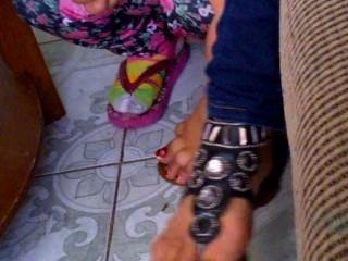 Mis pies de primo de 19 años y sandalias