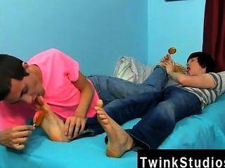 Increíble twinks conner bradley y tyler bolt están de humor para una noche