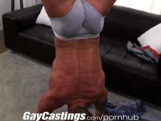 Gaycastings tatted músculo stud jerks fuera de la leva por $