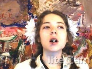 Ruso adolescente fumar fetiche dangle