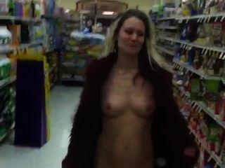 Desnudo en el supermercado