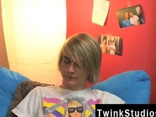 Increíble escena gay aidan y preston están colgando en el dormitorio después