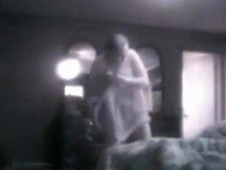 Mi mamá tetona espiado en su dormitorio