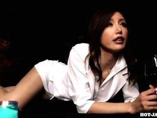 Chicas japonesas atacaron a mujer madura lujuriosa en kitchen.avi