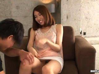 Las chicas japonesas encantan a la hermana caliente del jav sofá.avi