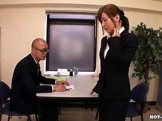 Chicas japonesas se masturban con una atractiva chica de masaje en hotel.avi