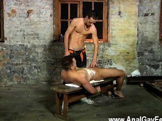 Video gay luke no siempre está contento sólo la garganta profunda de la espuma de