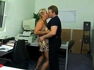 Chunky alemán puma culo follado en la oficina (sid69)