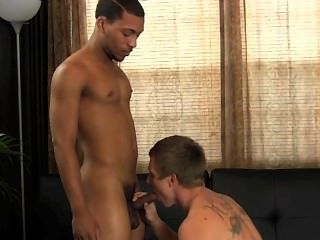 R144: su primer pene desnudo