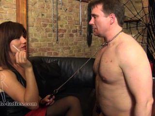 Cenicero esclavo en cadenas