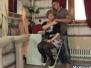 El tipo inteligente gana a su suegra