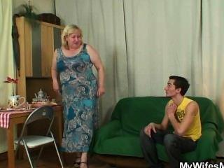Oldie cachonda seduce a un yerno