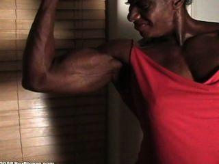 Medición de bíceps de ébano