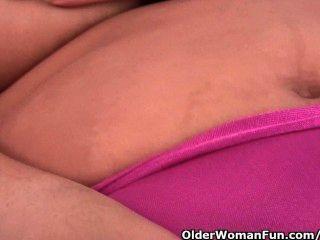 Abuelita con leche fugas pezón folla un consolador