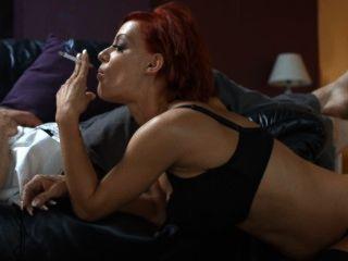 Cigarrillos fuertes de lou lou que fuman sexo