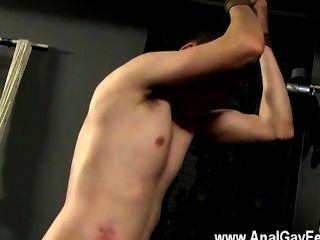Orgía gay aiden rompe su cara, sacando jism sobre el torso de chicos