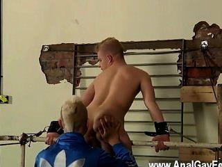 Película gay de encadenado a la barandilla, joven y elegante alex puede hacer