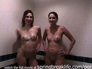 Baño de burbujas hermana y ducha
