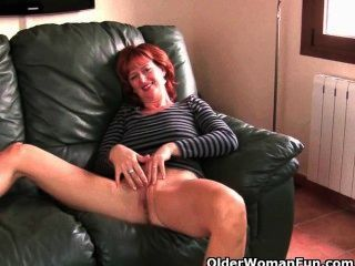 British milfs abigale, liddy y julie amor a frotar a sus follables fuckable