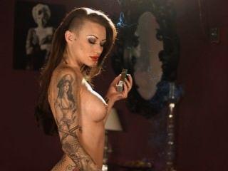 Becky fumando todo blanco 100s desnudo