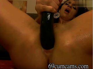 MILF masturbación anal en cámara