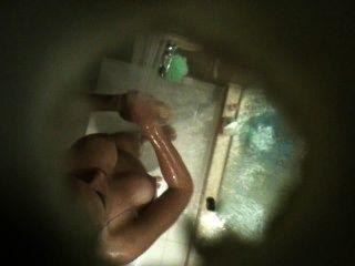 Primo árabe tetona en la ducha