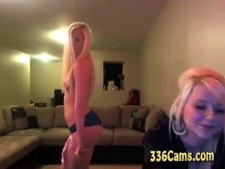 2 hotties tease show desnudo en la webcam