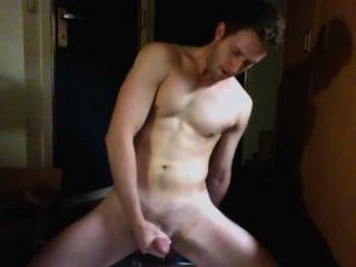Hot guy cumming delante de la cámara