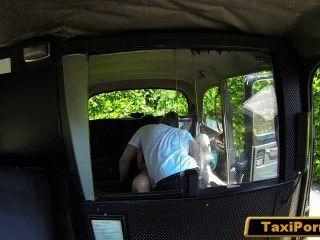 Esposa insatisfecha cogido conductor de taxi de mierda en cámara de seguridad