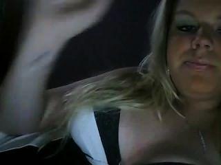 Caliente niña fumar a cig fumar fetiche no desnudo