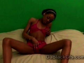 Pequeño negro adolescente en ropa interior kiki hace naughty solo