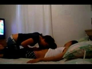 Adolescente aficionada sexy follando a su novio