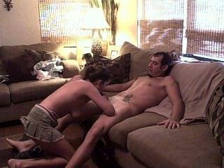 Pareja follando en el sofá