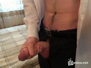 Chico ruso cumming en traje