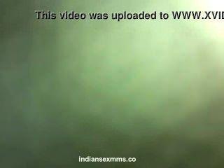 Desi tímida chica india desnuda follada por su amante en el escándalo del hotel